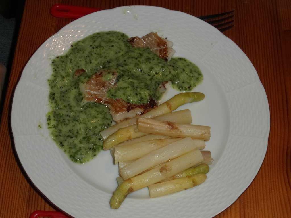 Treska s kiwi-koriandr čatným a chřestem
