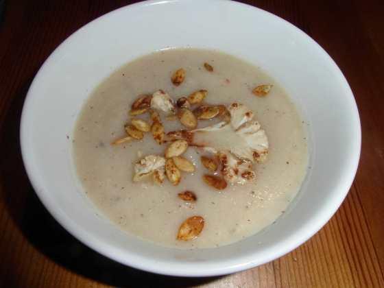 Pálivá květáková polévka