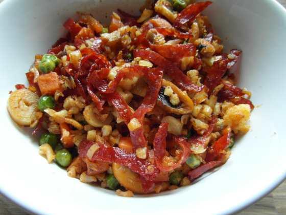 Masala rýže se salámem a houbami
