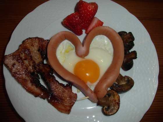 Maso, houby, vejce a sladké ovoce, oblíbená variace