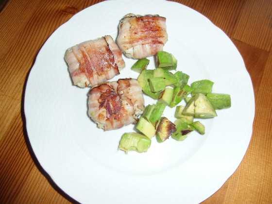 Karbanátky ve slanině a smažené avokádo
