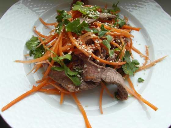 Thajský salát s hovězím masem