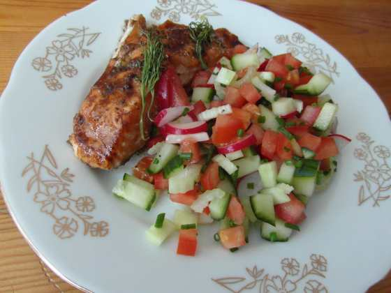 Pečený medový losos se salátem