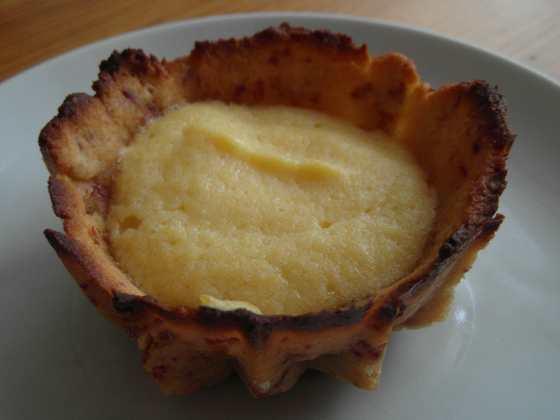 Hotový vychlazený dortík připravený k jídlu