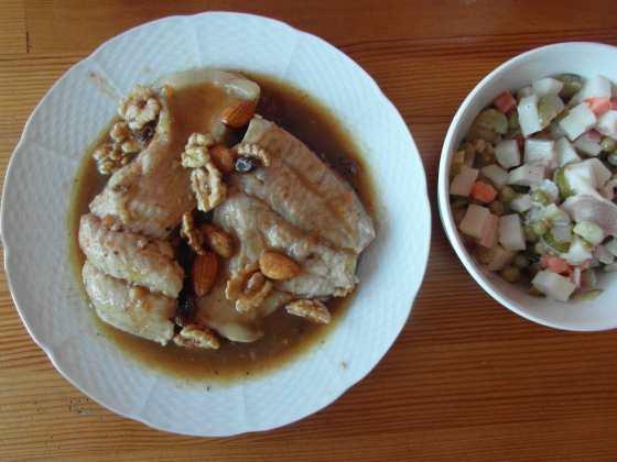Kapr 'na černo' a 'bramborový' salát