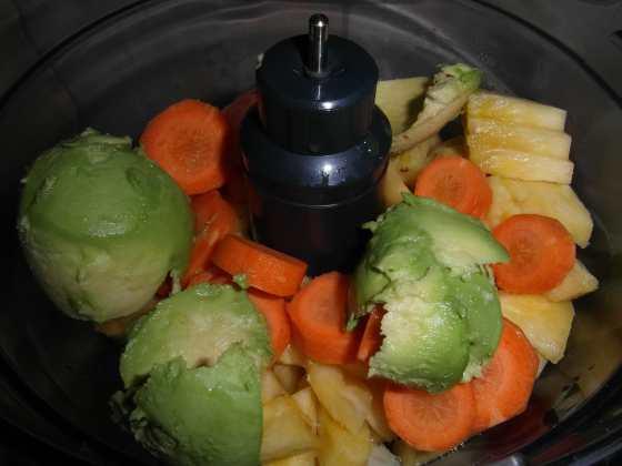 Melouno-ananasové smoothie před rozmixováním
