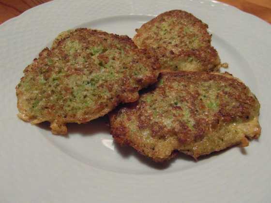 Karbanátky z květáku, brokolice a sýru