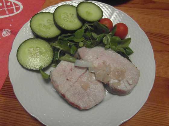 Šťavnatá vepřová pečeně se salátem