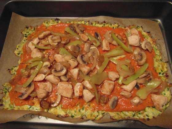 Cuketová pizza před upečením