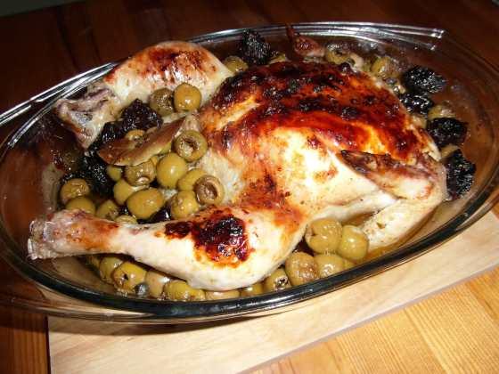 Kuře pečené s olivami a švestkami