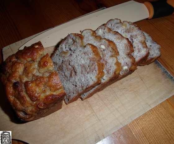Nakrájený chlebík s vlašáky