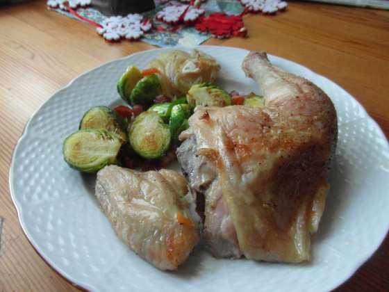 Kuře naplacato při servírování