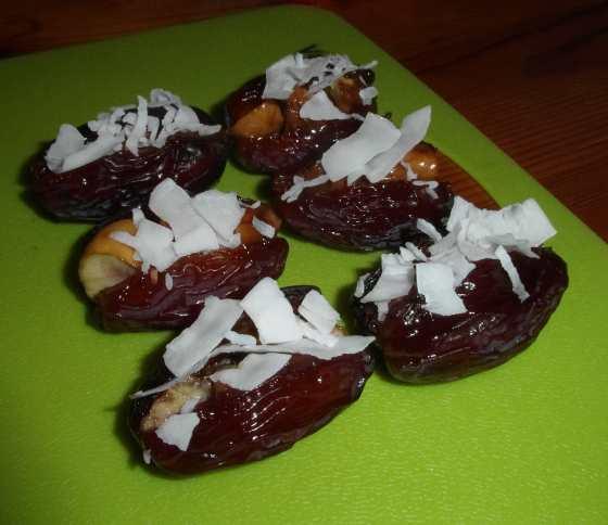 Datle plněné kaštany a kokosem