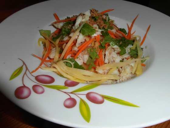 Rybí salát s mangem a mrkví