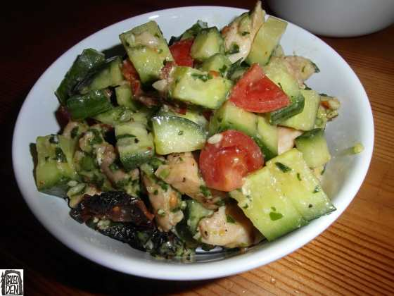 Kuřecí salát s pestem a sušenými rajčaty