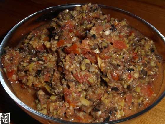 Salsa fresca s olivami a rajčaty