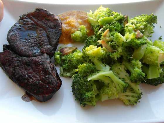 Vepřové na balsamicu s marinovanou brokolicí