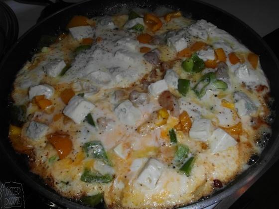 Omeleta s paprikou a kuřecím masem