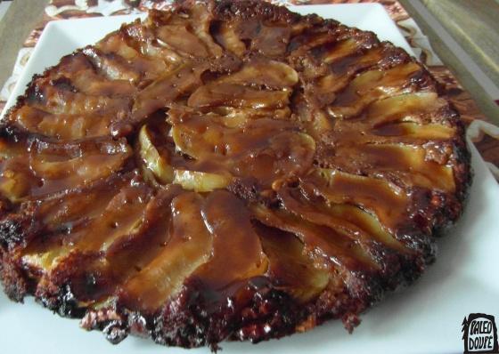 Jablečný koláč s karamelovou omáčkou